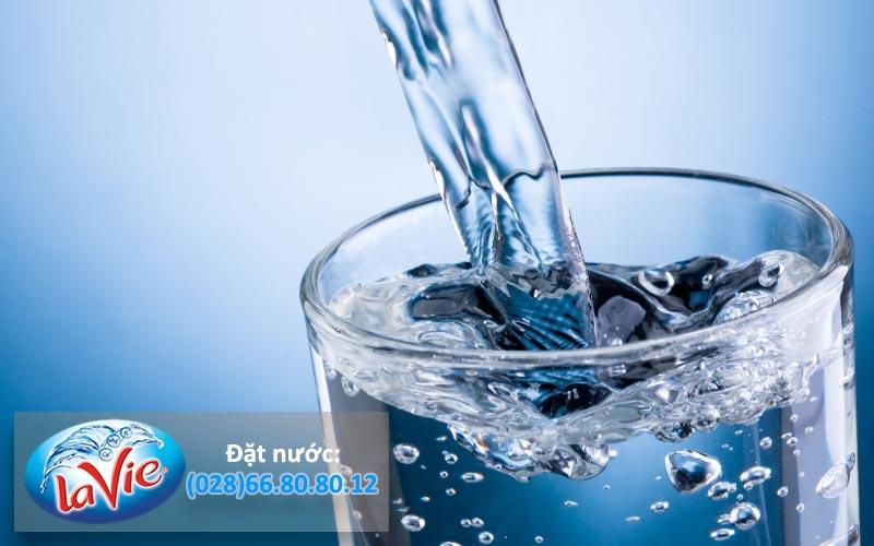 10 lợi ích cần biết của nước khoáng